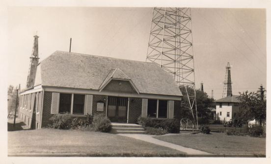 Church in Oklahoma city residential district - Have you a little oil well in your home? (Mentioned in the book.)